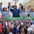 Arropan más de 1,500 personas a Roxana Gómez Pérez en su registro