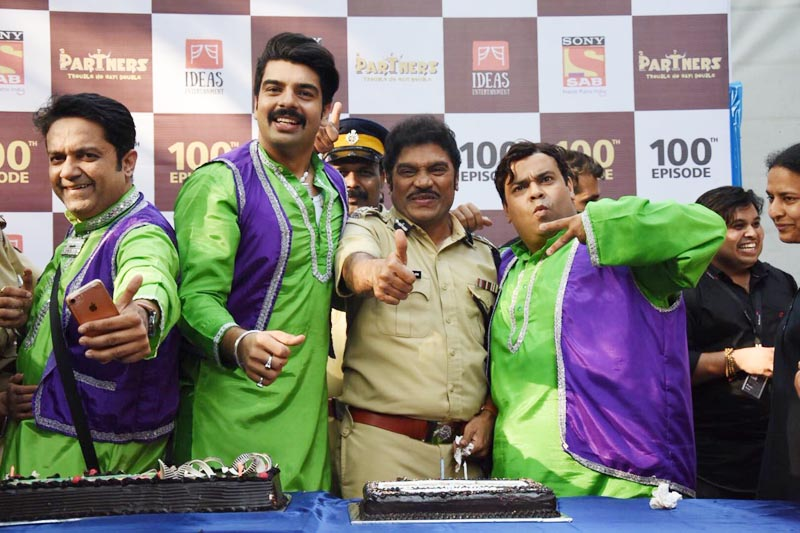 Vipul Roy, Johnny Lever and Kiku Sharda from Partners- Trouble Ho Gayi Double