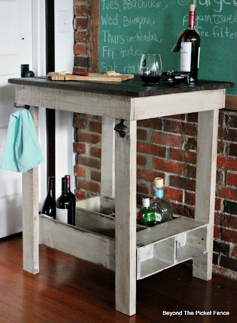 kitchen islands, pallet wood, repurposed drawer, bar, rustic, farmhouse decor, build it, DIY, https://goo.gl/Y5pVhA