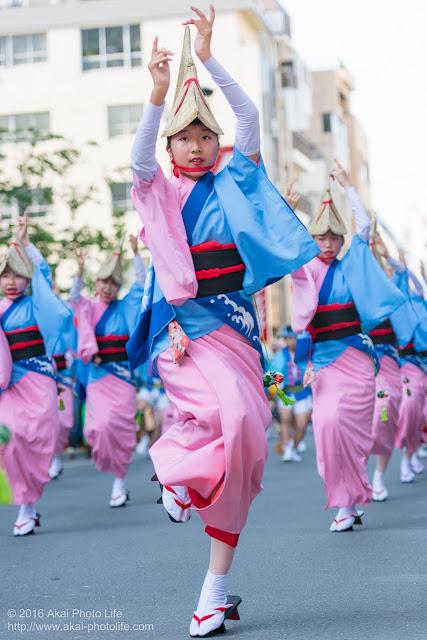 マロニエ祭りで志留波阿連の女踊りの踊り手の一人を撮影した写真 その5