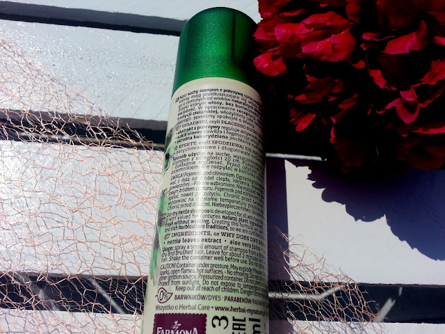 Czy suchy szampon z pokrzywą od Farmony działa?