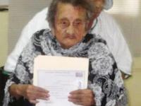 Lulusan SD Tertua di Dunia Berumur 100 tahun