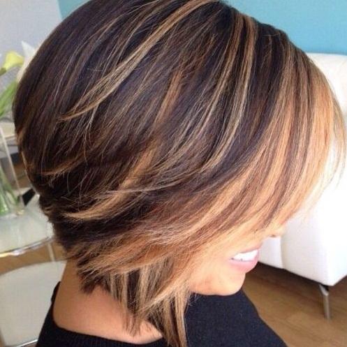¿Quieres un look de cabello descolorado por el sol? Si tienes un tono de piel fría y azul o gris en los ojos, ir por los tonos frescos de rubia de balayage.