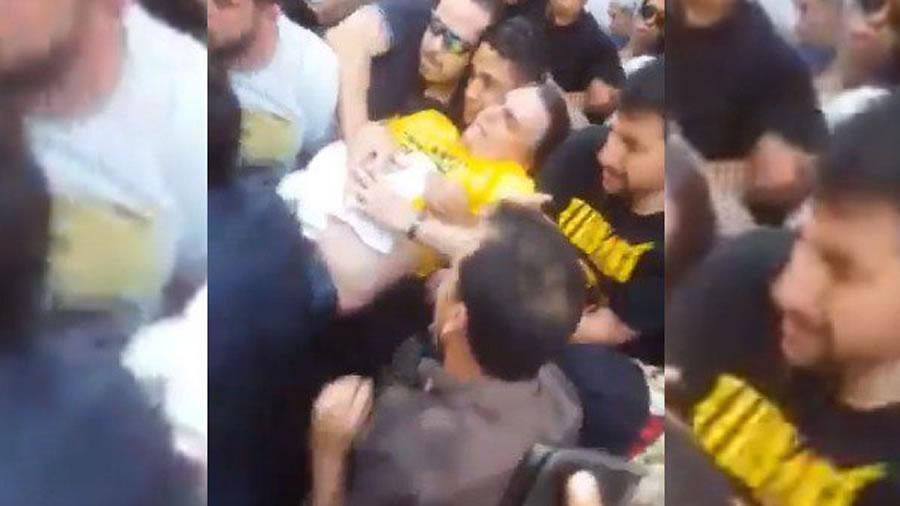 Bolsonaro leva facada durante campanha em Juiz de Fora
