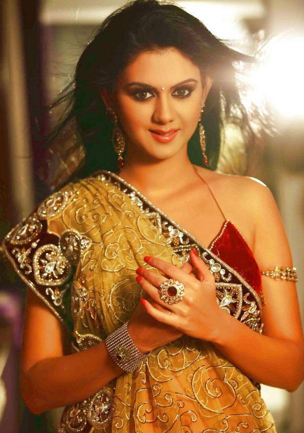 See Hot Kamna Jethmalani Sexy Saree Pictures