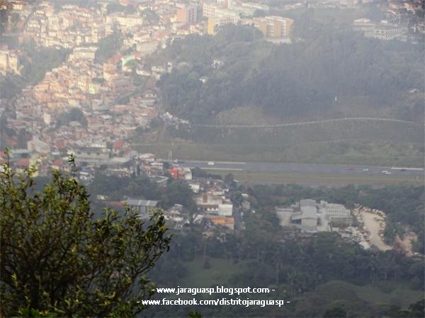 Vila Chica Luísa, no primeiro plano, vista a partir de um dos mirantes do Pico