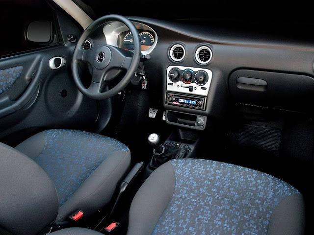 Chevrolet Celta 2001 - interior