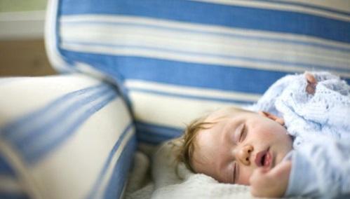 ¿Cuánto tiempo debe dormir una niña o niño de 2 años?