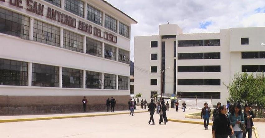 Policía detiene en un hotel a docente que chantajeó a su alumna con favores sexuales