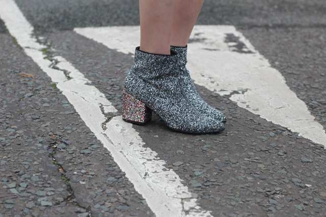 how to wear glitter boots