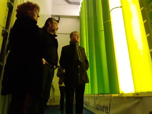 Climent traslada las ayudas anticipadas del Ivace a las pymes en su visita una empresa innovadora de producción de micro algas