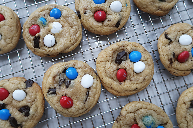peanut butter chocolate chip cookies, july 4th desserts, Independence Day desserts