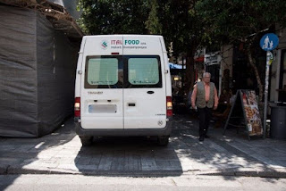 Ράμπα κλεισμένη από φορτηγάκι