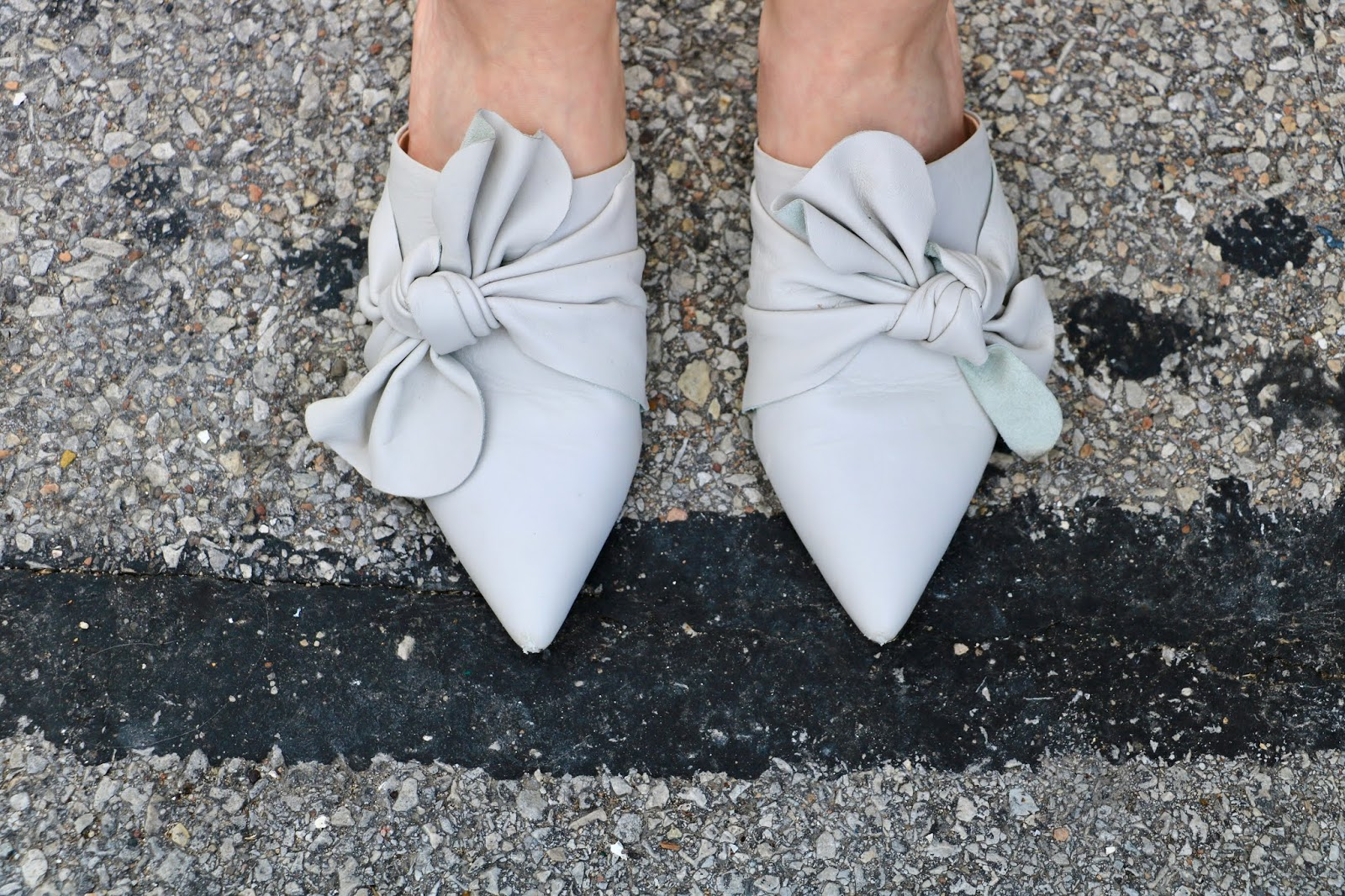 Nyc fashion blogger Kathleen Harper wearing pointed toe bow flats