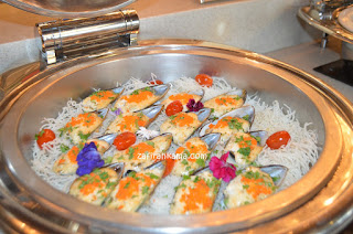 Gratinated Oyster with Garlic and Tomato Sauce, Smoked Medallions of Beef with Chestnut and Tarragon Sauce, Almond Crusted Salmon, Red Pepper Confit and Sliced Lamb Leg with Lebanese Tomato Salad., buffet dinner, christmas buffet, new year buffet, new year eve, 2019 bufet, dinner sedap, buffet menarik penang, st giles hotels, wembley hotel, penang attraction, komtar, jalan magazine
