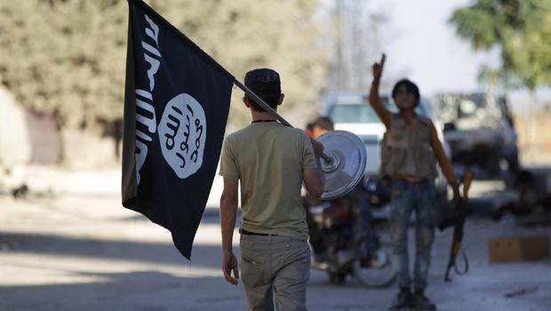 """Oficiais militares norte-americanos receberam uma denúncia de que os restos de um ou mais reféns americanos mortos por um membro do Estado Islâmico conhecido como """"Jihad John"""" pode estar enterrado em Dabiq, Síria, a CNN relatou"""