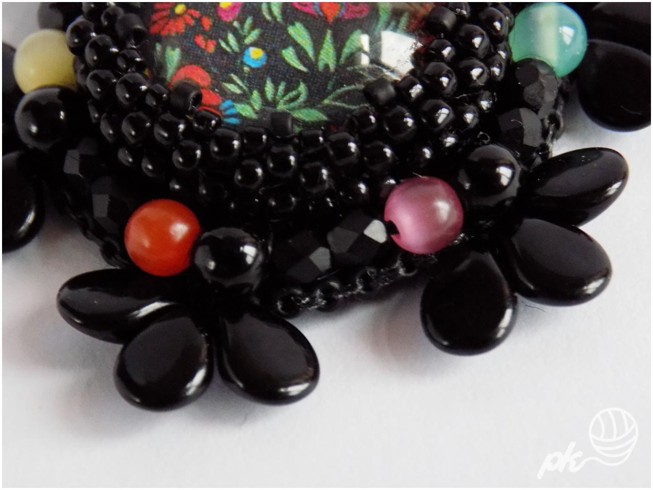 haft koralikowy, broszka, handmade, rękodzieło, biżuteria, kaboszon, folk, kwiaty, pip bead, koraliki toho, onyks, kocie oko