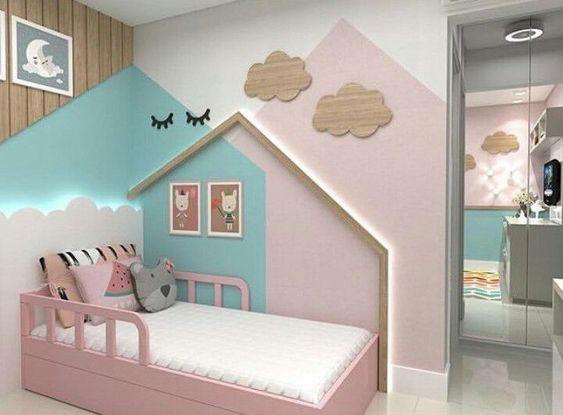 quarto para menina montessoriano rosa, branco e azul, cama de casinha