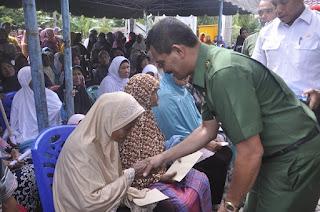 Jelang Ramadhan, Lansia di Aceh Jaya Terima Bantuan