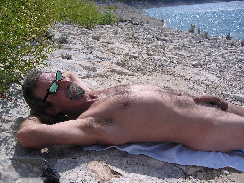 Mens naked beach-4177