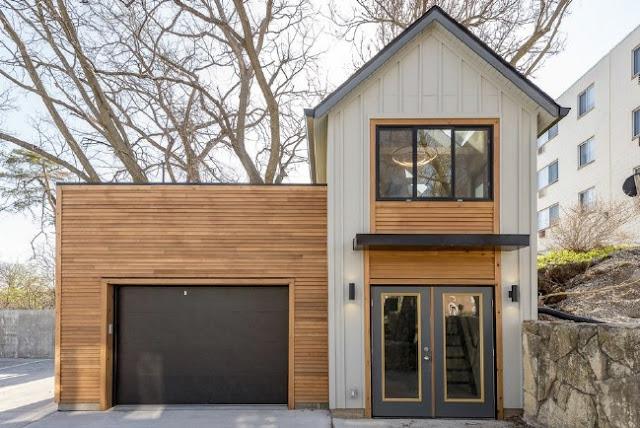 Rumah kayu dua lantai