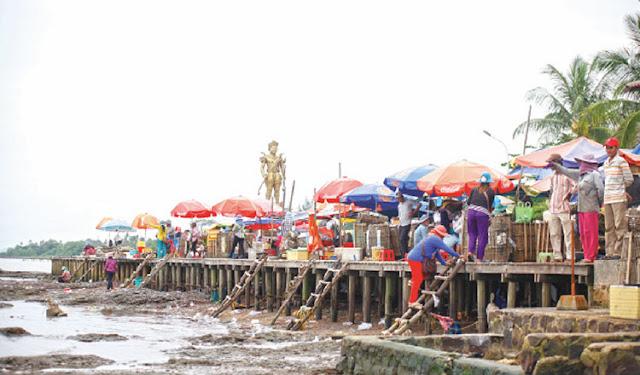 The Crab Market (Phsar Kdam) in Kep province. KT/Valinda Aim