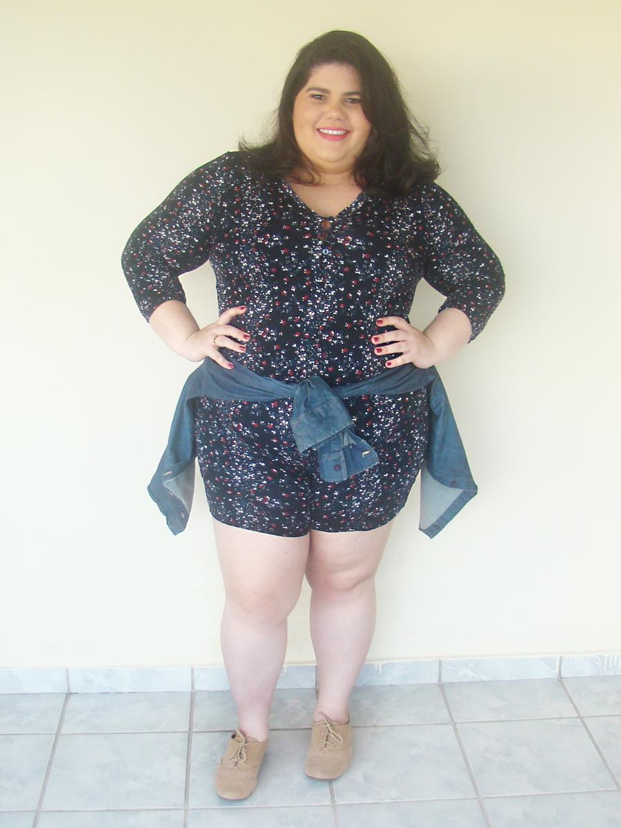 look plus size macaquinho estampa floral primavera moda gorda gordinha ootd curve blogueira fashion estilo curvy girl camisa jeans oxford