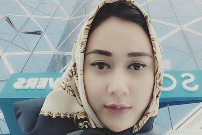 Aura KAsih manis dan cantik pakai Hijab manis suka pakaian seksi