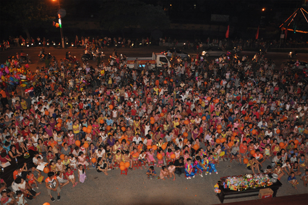 FPT Ninh Bình Cùng Đón Trung Thu Với Người Dân