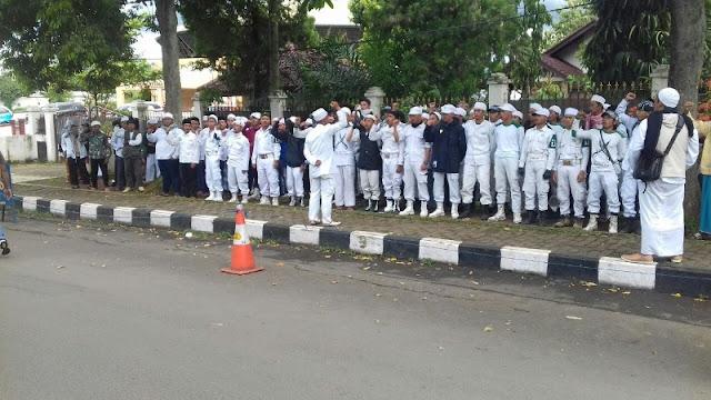 Kepolisian menetapkan 12 orang tersangka dalam peristiwa pembakaran kantor GMBI.