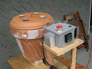 Flowerpot smoker with PID controller