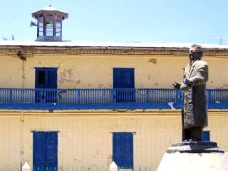 Foto al monumento de Julio C. Tello