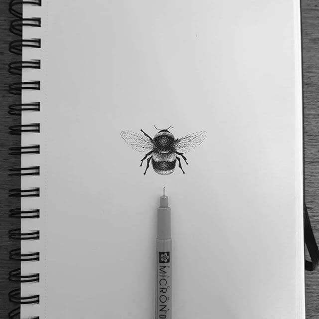 11-Bumblebee-bloopdots-www-designstack-co