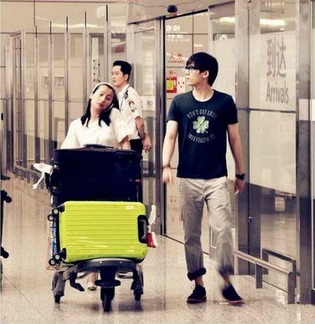 Thời trang sân bay của Lý Dịch Phong