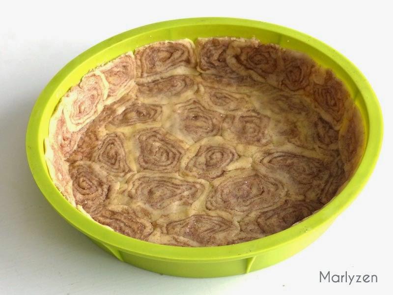 Assemblez les roulés de pâte.