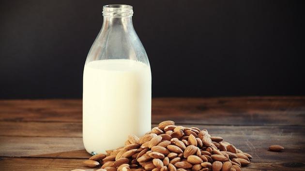 Reduce Dark Circle by Almonds and Milk