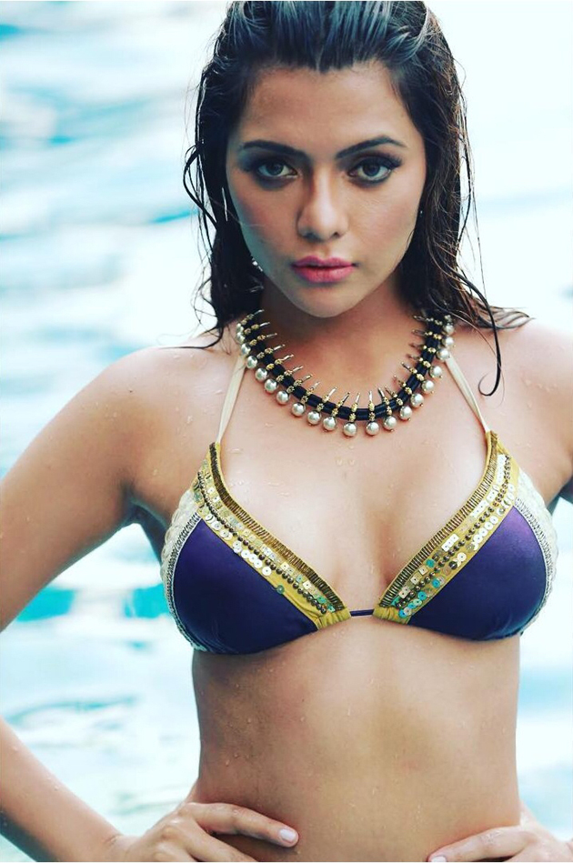Actress Ruhi Singh Hot Bikini Photos