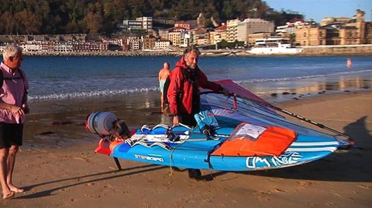 Windsurf Round Europe vblog - dolphins between San Sebastián and Zarautz North Spain
