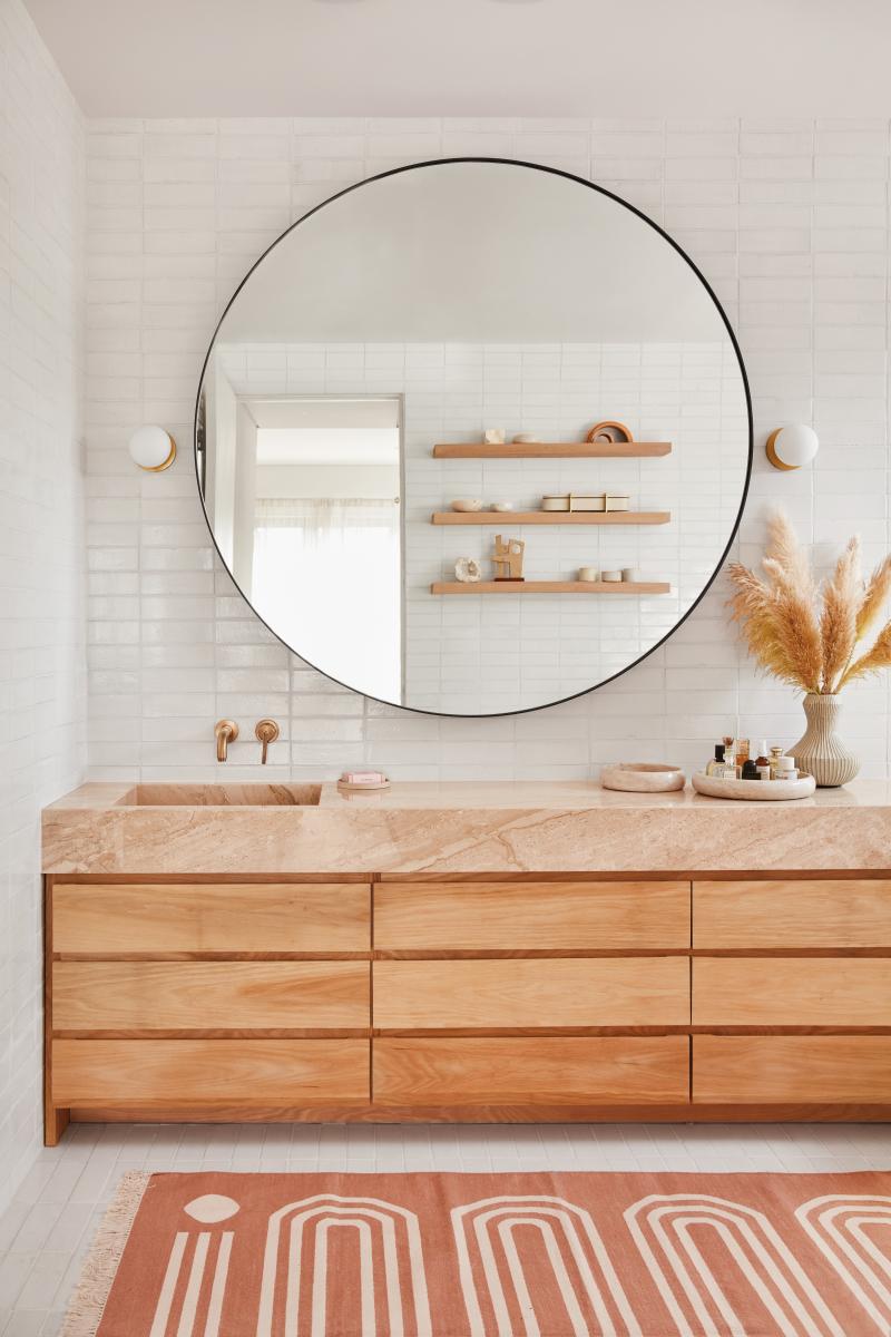 ilaria fatone_ garance doré home - bathroom in warm tones