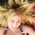 Σμαράγδα Καρύδη: Με μαγιό, χωρίς ρετούς κάνει ακροβατικά και τρελαίνει το Instagram (video)