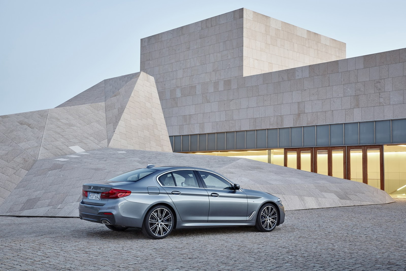 2017-BMW-5-Series-20.jpg