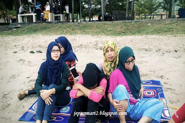 Mandi Pantai Teluk Batik