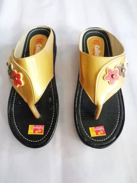 Sandal wanita Callena model Japit Gold hitam