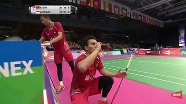 Viral dan Bikin Kagum! Atlet Bulutangkis Indonesia Minum Duduk dan Menutup Aurat di Kejuaraan Dunia 2017