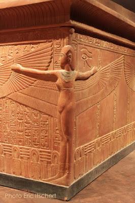 lune, étoile, soleil, pyramidion, Horus, Isis, Toutankhamon