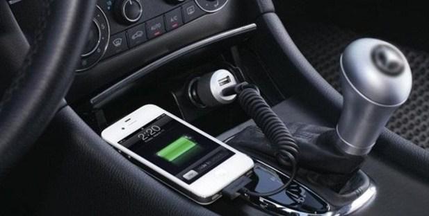 Charging Ponsel di Mobil Tak Boleh Sembarangan, Ini Tipsnya!