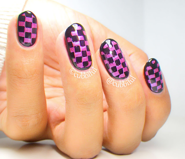 Checkered Pattern Nails