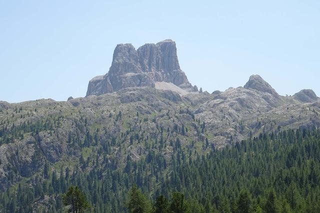 Zackiges Bergmassiv am Falzaregopass, Große Dolomitenstraße