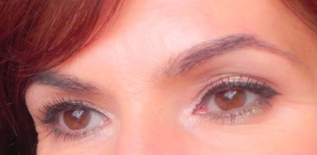 ojos abiertos maquillaje oro rosa