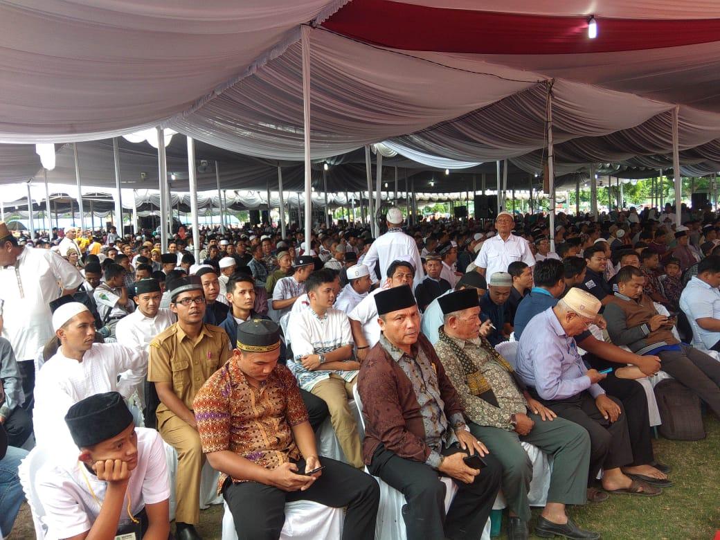 Puluhan ribu umat muslim dari berbagai daerah hadiri tabligh akbar